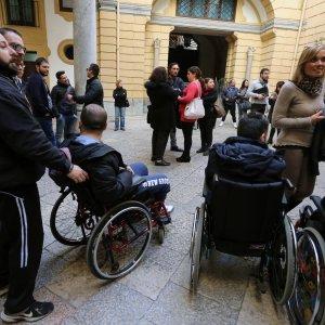 11/01/2016 –L'ex Provincia taglia i fondi, protesta degli studenti disabili a Palermo (da Repubblica.it)